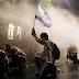 Manifestantes chocan con la Policía en Jerusalén y Tel Aviv durante protestas contra Netanyahu