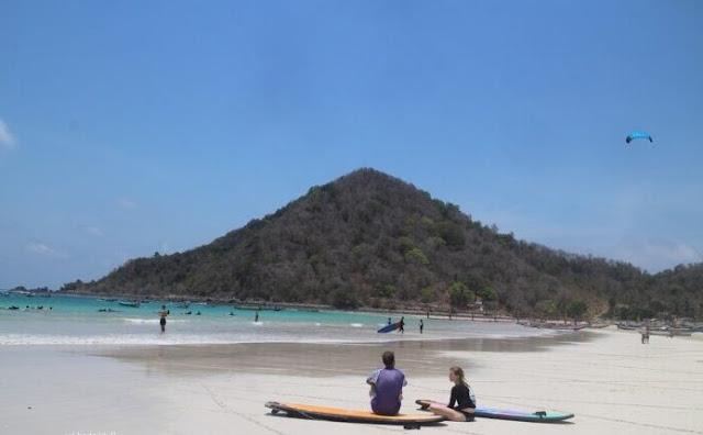 Eksotisme dan Ramainya Pantai Selong Belanak Lombok