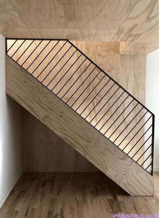 Cầu thang với các thanh chống vuông góc với bản thang