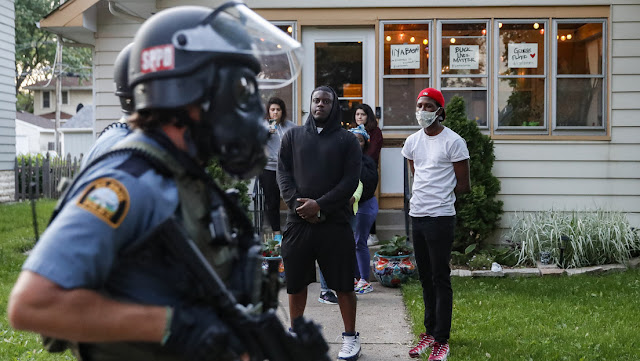 Arrestan a un equipo de la CNN cuando informaba en vivo sobre las protestas en Mineápolis