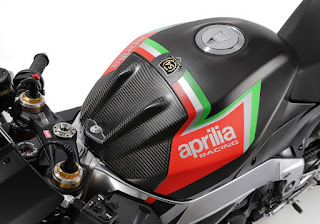 Aprilia-RSV4-1100-Factory-2