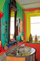 Bathroom design with colorful paint