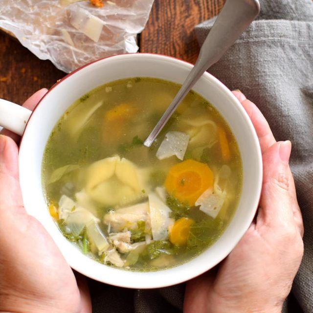 Receta para preparar sopa de pollo con tortellinis