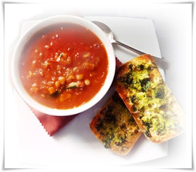 minestrone soup and garlic bread