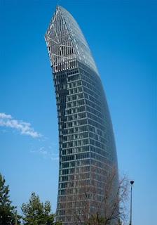 برج المنحنى