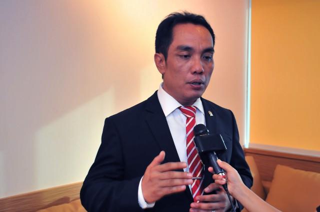 Fauzi Amro : Presiden Jokowi Mestinya Ambil Alih Semua Kebijakan Terkait Wabah Corona