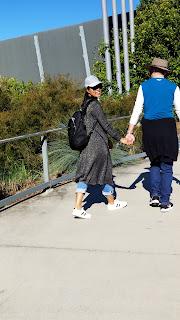 phối đồ đơn giản mà đẹp cho nữ với áo khoác dài