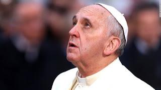 A oração da noite que o Papa Francisco Reza todos os dias.