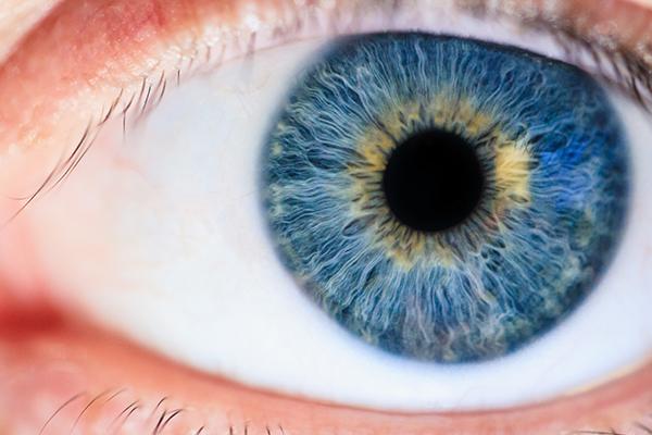 Cinco-razones-invertir-lentes-contacto-salud