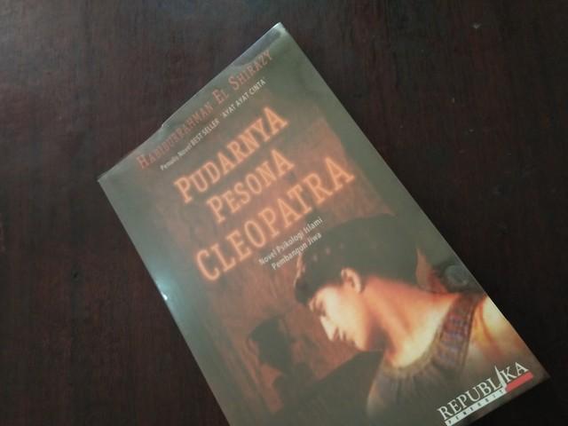 "Resensi Novel ""Pudarnya Pesona Cleopatra"""