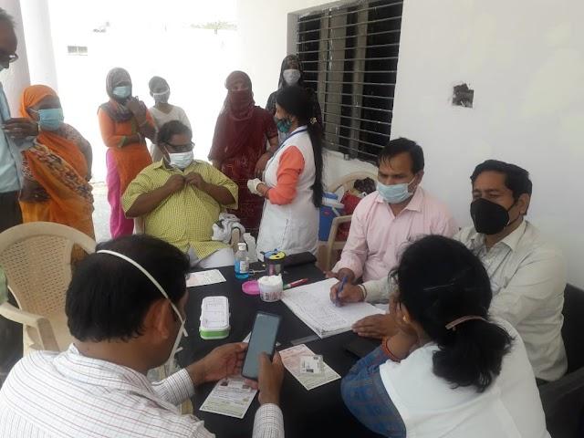 कोविड-19 टीकाकरण महोत्सव के दौरान दनकौर क्षेत्र में कुल 521 लोगों को कोरोना वैक्सीन का टीका लगाया