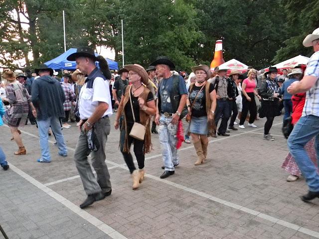 tańce podczas festiwalu muzyki country w Wolsztynie
