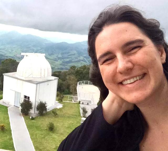 KARÍN MENÉNDEZ-DELMESTRE, PROFESSORA ADJUNTA NO OBSERVATÓRIO DO VALONGO (UFRJ) DESDE 2011.