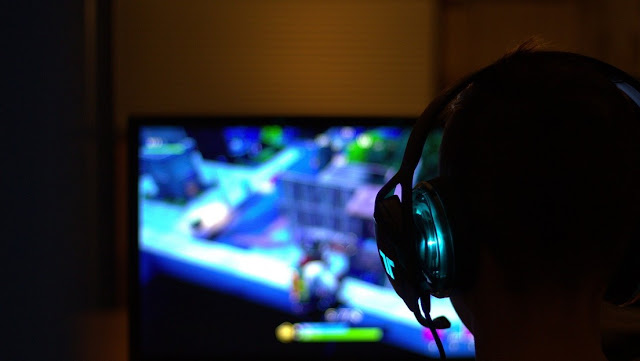 Adolecente es salvado por una amiga a miles de kilómetros mientras jugaban un videojuego en línea