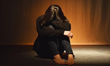 Agoraphobia adalah perasaan takut yang berlebihan ketika berada di luar rumah sendirian