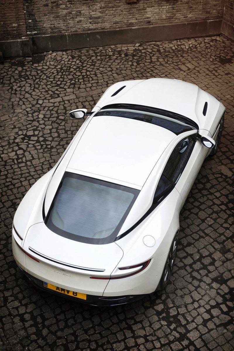 Aston-Martin-DB11-10