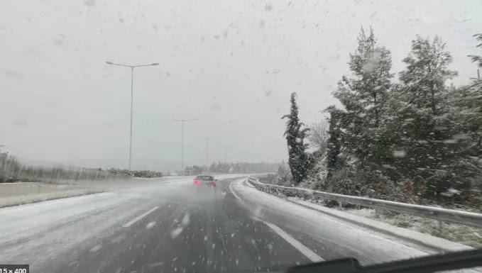 Έντονη χιονόπτωση στη Μαλακάσα - Επί ποδός οι δήμοι της Αττικής - Πότε θα χιονίσει στο κέντρο