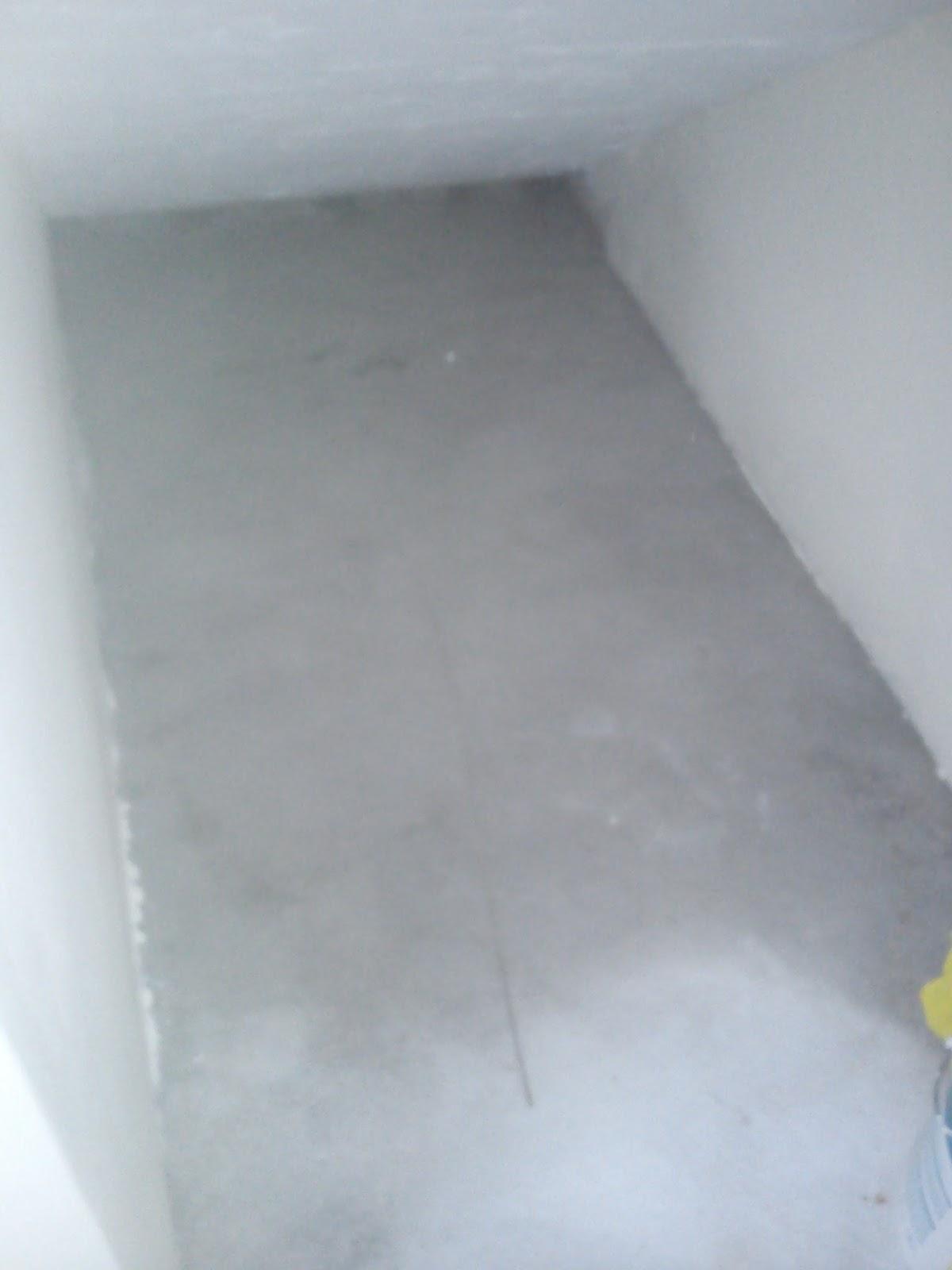 Manhole dalam rumah tersumbat