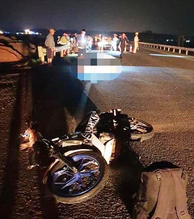 Anh em sinh đôi gặp nạn thương vong khi đi xe máy từ TPHCM về Nghệ An