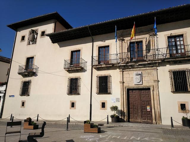 Palacio del Conde Toreno, hoy Ayuntamiento de Cangas del Narcea