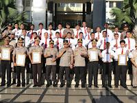 Terima Penghargaan Teladan Tingkat Polda, Kapolres Payakumbuh AKBP Dony Setiawan Terima Pin Emas Dari Kapolri