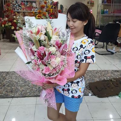 jual hand bouquet wedding surabaya, toko bunga tangan di surabaya, jual bunga tangan murah surabaya