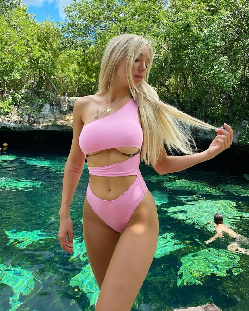 Abby Rao Clicked in Pink Bikini   Instagram Photos 5 Aug -2020