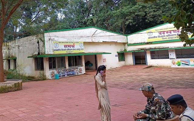 Big ब्रेकिंग पत्रवार्ता : जशपुर के दिव्यांग प्रशिक्षण केंद्र में 6 दिव्यांग छात्राओं के साथ यौन प्रताड़ना का मामला,छात्रावास के कर्मचारियों ने दिया घटना को अंजाम,1 दिव्यांग के साथ दुष्कर्म 5 दिव्यांग छात्राओं के साथ छेड़छाड़ की गंभीर वारदात, पुलिस ने आरोपियों के खिलाफ दर्ज किया मामला,कलेक्टर महादेव कावरे ने मामले में दिए थे जाँच के आदेश,लापरवाह DMC व अधीक्षक पर अब तक नहीं हुई कार्यवाही...