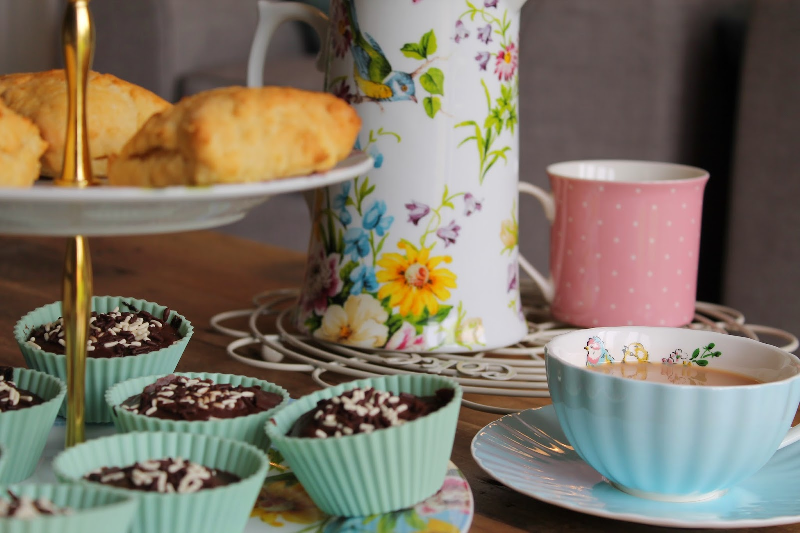 English Table Tea Party Review - Scones, Cooling Rack - Katie Alice, Cupcakes, Cake stand, Tea Cup
