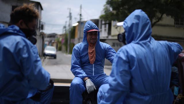 Ecuador habilita contenedores refrigerados para las víctimas mortales del coronavirus