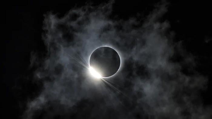 Затмение Полной Луны в Стрельце: астрологи о рисках и возможностях 5 июня 2020 года