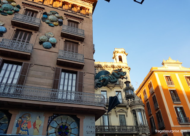 """Casa Bruno Quadros ou """"Casa dos Guarda-Chuvas"""", nas Ramblas de Barcelona"""