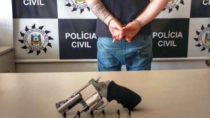 CACHOEIRINHA | Investigado por homicídio é preso em flagrante por posse ilegal de arma de fogo