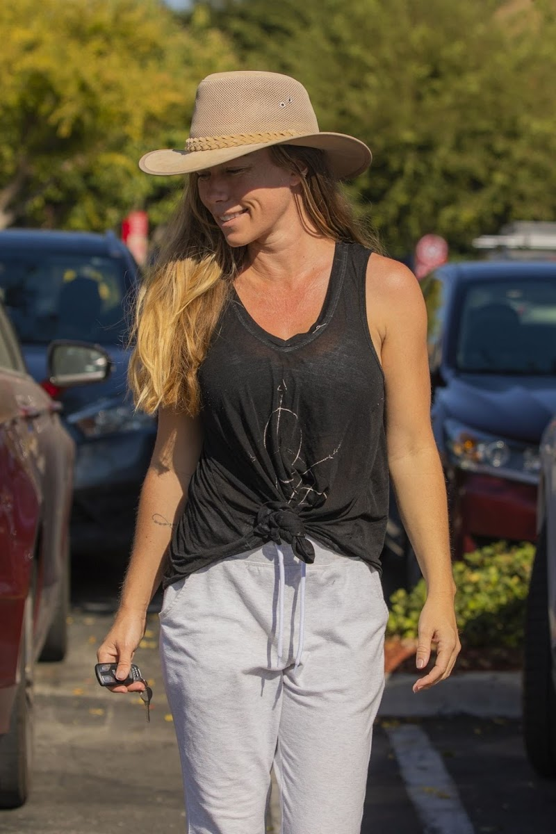 Kendra Wilkinson Out For Shopping in Los Angeles  19 Oct -2020