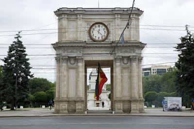 arco triunfo chisinau moldavia