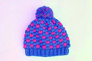 Imagen de Gorro de navidad original a crochet azul y rojo 1
