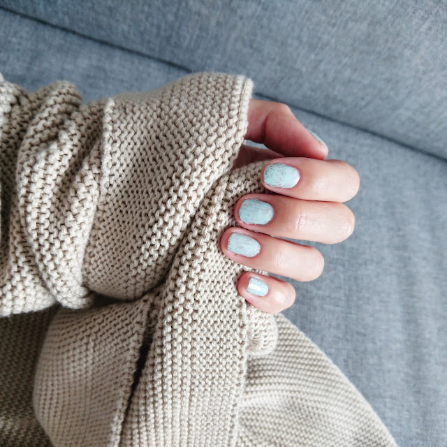#justimperfectbeauty, justimperfectbeauty, imperfect, imperfection, nails, nailers, nail polish, sweater, autumn, girl, woman, blog, blogger, fashion blogger, lifestyle blogger, fashion, lifestyle, minimedge, blue color, beautiful girl, beautiful woman,