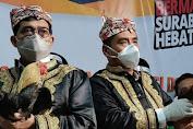 Pilkada Surabaya, Machfud-Mujiaman Daftar KPU Bawa Ayam Jago