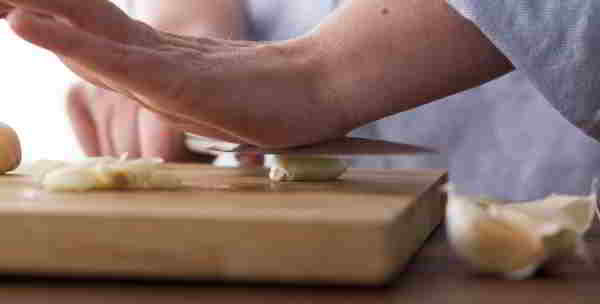 how to mince a garlic clove