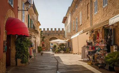 La ciudad de Alcudia en la isla de Mallorca