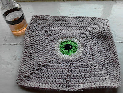 Mad Eye (crochet) Dishcloth by GothKnitty, blogged by Dayana Knits