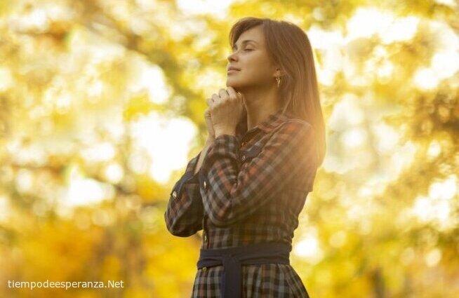 Mujer cristiana orando
