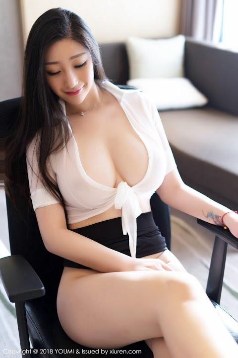 Girl Nhật Mặc Áo Xuyên Thấu