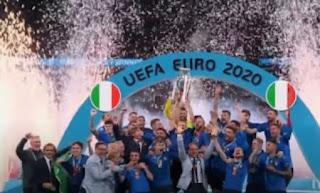 احتفال لاعبي منتخب إيطاليا بالفوز بلقب يورو 2020
