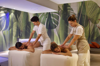 Sentire sulla pelle il tocco dolce e caldo di mani esperte che stimolano punti precisi del corpo per ottenere il maggior beneficio