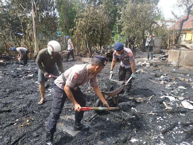 Dipimpin Danyon, 40 Personel Yon C Pelopor Bantu Bersihkan Puing Kebakaran