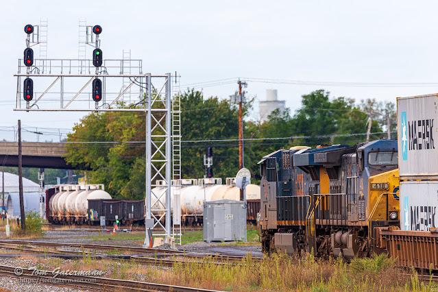 CSXT 3209 and CSXT 418 on train Q009-27 at DeWitt Yard