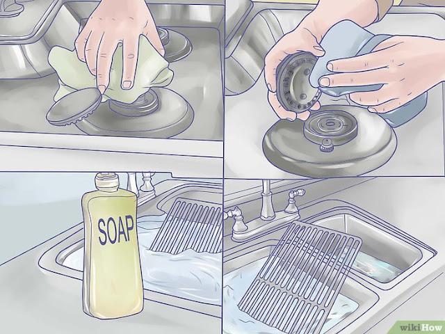membersihkan peraatan dapur