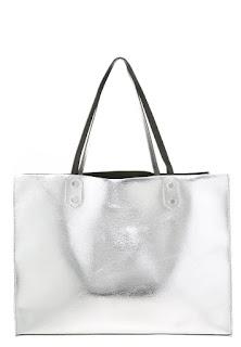 Dodatki do czarnej sukienki, metaliczne torby