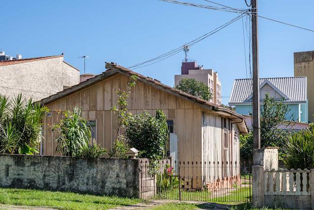 Casinha de madeira no Bacacheri